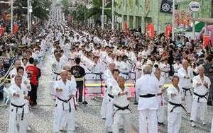 沖縄空手がギネス世界新記録 3973人で集団演武に成功