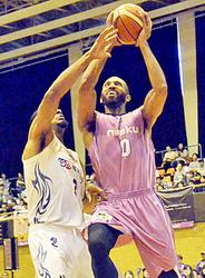 バスケB2福島、ホーム連勝 青森に競り勝ち