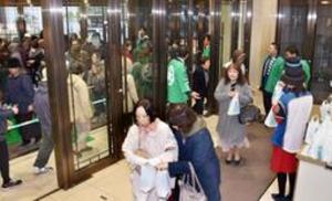 日ハム日本一、セールに行列 札幌など祝福ムード