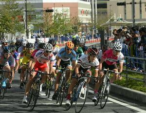 迫力あるレース間近に 大分市で「サイクルフェス」始まる