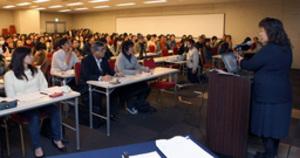 スポーツ通訳「いろは」学ぶ 道内150人参加、初の研修