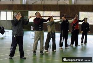 スポーツ吹矢、初の青森県大会 弘前で熱戦
