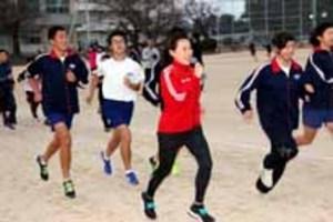 下関海響マラソン・尾崎好美さん 小中学生を熱血指導