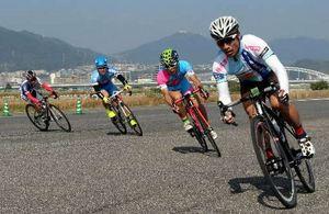 広島西飛行場跡地で自転車疾走