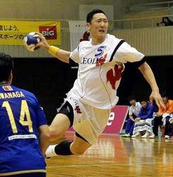 湧永、首位に大勝 ハンド日本リーグ