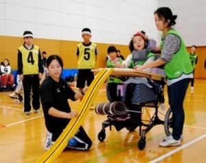 障害者らが運動で汗 リオパラ柔道銅の正木選手も参加