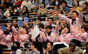 「琴恵光頑張れ」 大相撲九州場所初日、両親らが声援