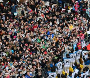 日本ハム 優勝パレード 14万人笑顔