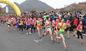 紅葉バックに健脚競う 滋賀で「びわ湖男女駅伝フェス」