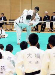 柔道 井上監督、田知本選手が函館で小中生向け教室
