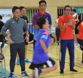 サッカー 元日本代表の前園 那覇市でスポーツ能力測定