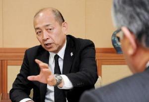 日本ハンドボール・村林委員長が来社 地域密着で普及へ