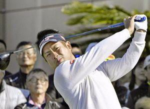 ゴルフのカシオワールドオープン第2日 高知県の黒潮CC