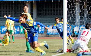 サッカー全国地域CL決勝R 愛媛・FC今治JFLへ、鈴鹿に勝利