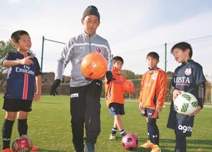 小学生、積極的にプレー J1大宮・サッカー教室