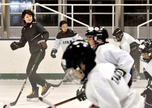 中四国で初開催 アイスホッケー五輪選手、愛媛でジュニア教室