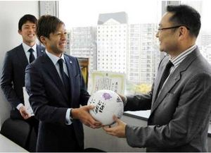 J1広島 選手走る 企業、官公庁回り一層の支援訴え