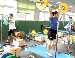 重量挙げ 女子日本代表、沖縄の国頭で合宿