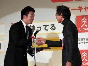 カープ 「神ってる」流行語大賞 25年ぶり優勝の象徴