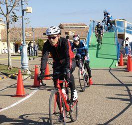 特設コースを500人快走 横須賀で自転車レースイベント