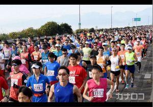 潮風と声援浴び1万9000人力走 湘南国際マラソン