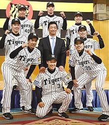 阪神 入団発表 富士大の小野、背番号28