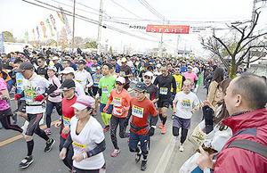 埼玉・加須で5849人完走 こいのぼりマラソン大会