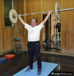 74歳・野呂さん、45年ぶりに重量挙げ現役復帰/弘前