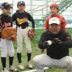 野球少年、プロのテクニック学ぶ ロッテ伊東監督ら指導