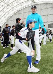 ロッテ・石川投手ら技直伝 富山で野球教室