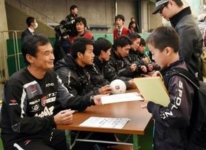 J2岡山選手と交流 岡山ドームで「ファン感謝デー」