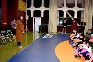 あこがれの伊調姉妹、激励に感激 京都・舞鶴のレスリングクラブ