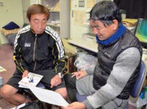 サッカー カンボジアで指導 渋川の高校教諭2人