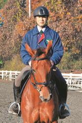 馬術 全日本総合馬術で優勝した根岸 挑戦16年で栄冠