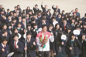 陸上 五輪やり投げ代表、長瀞町出身の新井 母校皆野高で講演