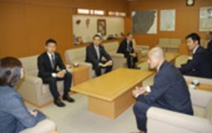 「目指すところ変わらず」 JFL目指す鈴鹿FC 市長訪問