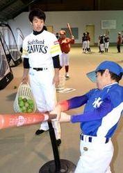 鹿児島・出水でソフトバンク野球教室 5選手が小学生指導