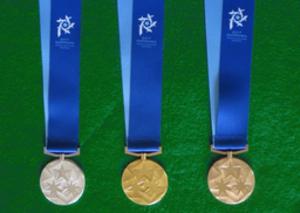 表面に輝く三つ星 冬季アジア札幌大会のメダル