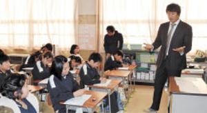 元大リーガー・マック鈴木さん 小学校で授業