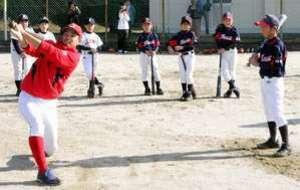 広島カープ5選手が児童に手ほどき
