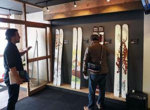 NACのオリジナルスキーを販売 倶知安駅に店舗開業