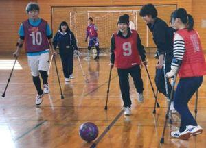 障害者スポーツ普及へ 県立広島大の学生