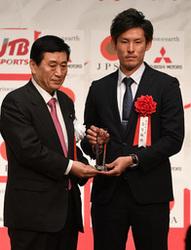 日本ハム 高梨、最高新人賞 日本プロスポーツ大賞