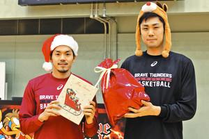 バスケBリーグ 川崎、来場者にクリスマスプレゼント