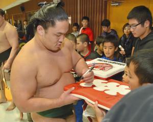 大相撲 躍進の石浦、無欲で挑む 新入幕敢闘賞で注目
