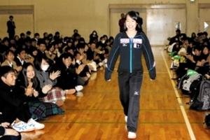 フィギュア 三原舞依、芦屋高で活動報告