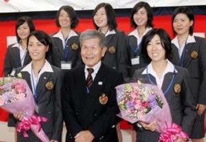 女子軟式テニス、東芝姫路が祝勝会 躍進たたえる