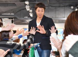 人気健在 日ハム・中島、札幌でトークショー