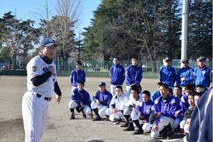 ヤクルトの真中監督、故郷で少年野球教室 大田原