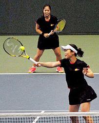島津製、V4へ好発進 テニス女子・日本L前半3連勝